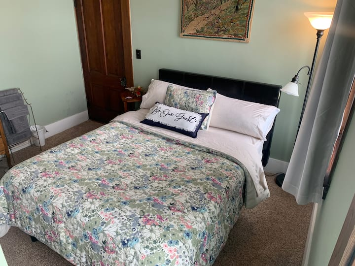 Doster's Country Comfort B&B •WITH HOT TUB• Green