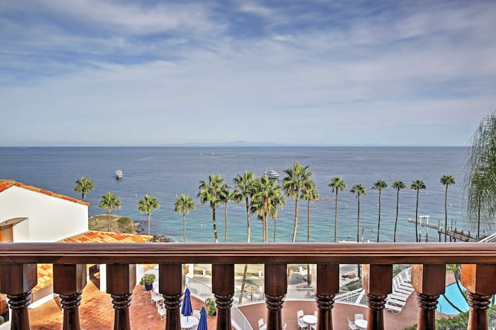 Quiet Avalon Townhome Villa w/Ocean View & Balcony