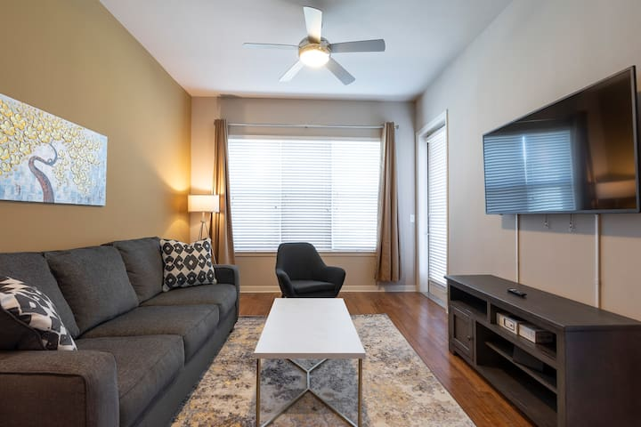 LUXURY KING SIZED BED - MED CENTER FULLY EQUIPPED CONDO