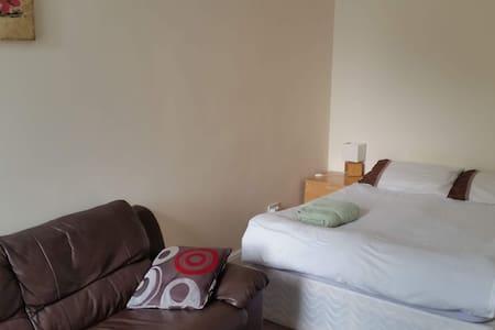 Big & Cozy Double Room, Close to City Centre