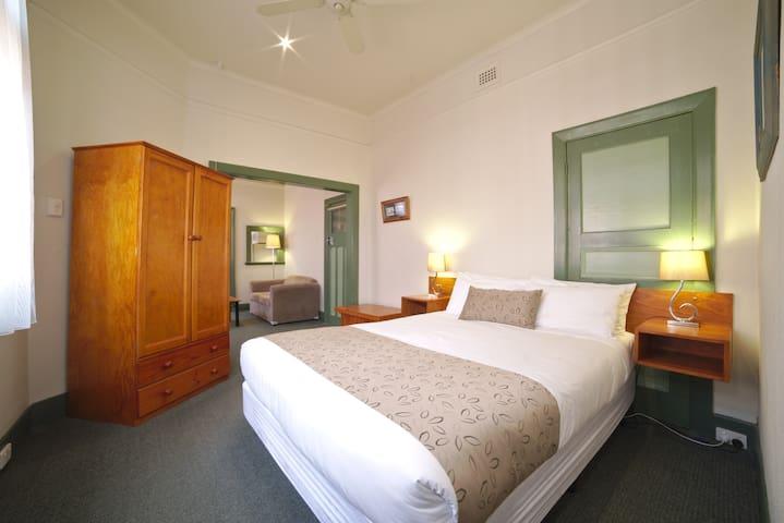 Ballarat Station Apartments 1 Bedroom Apartments with Spa