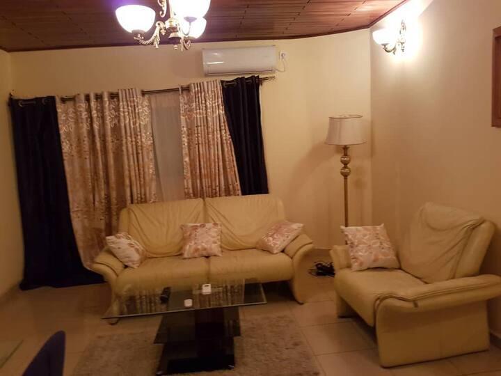 Appartement lumineux en plein cœur de Akwa