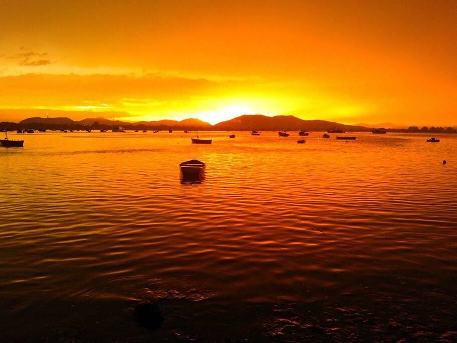 Pôr do sol da Praia do Cascalho, paisagem estonteante.