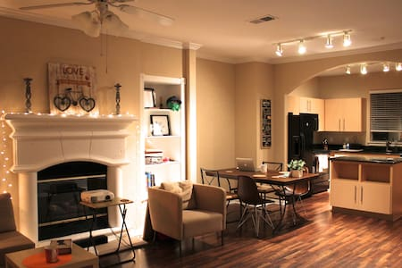 Modern, Cozy, Quiet, and Spacious in NW Austin. - Austin - Townhouse
