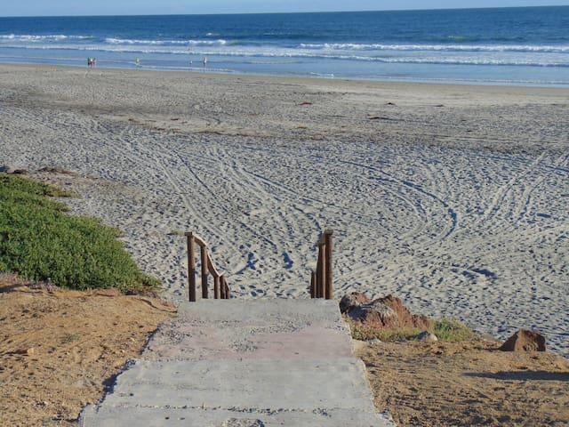Walk to Down-Town,Beach Access,Gated