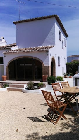 3 bedroom villa,bath,shower and private garden
