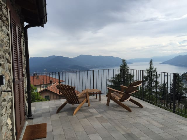 Baita in sasso vista lago - Maccagno - House
