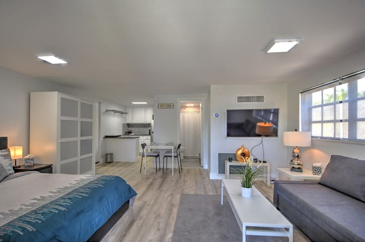 Modern Private Studio Near Beach