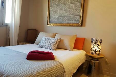 Room  bed & breakfast in Barcelona - L'Hospitalet de Llobregat - Talo