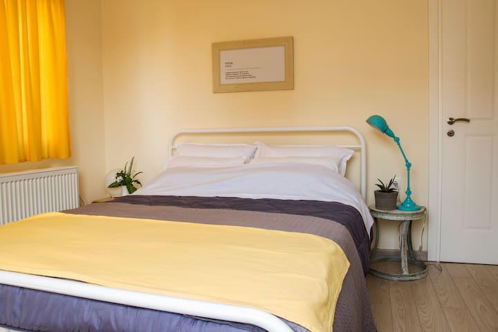 Double room-Private Bathroom in Chania apartment.