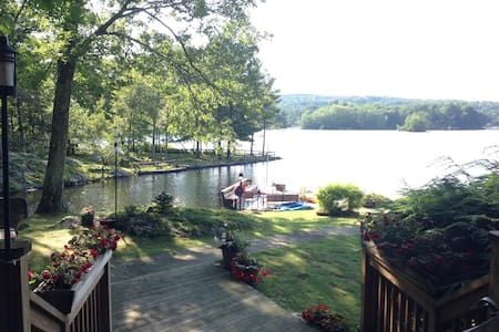 Gorgeous lakefront home one hour away from NYC