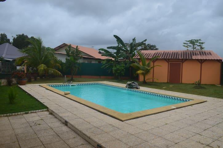Maison avec piscine à Soula