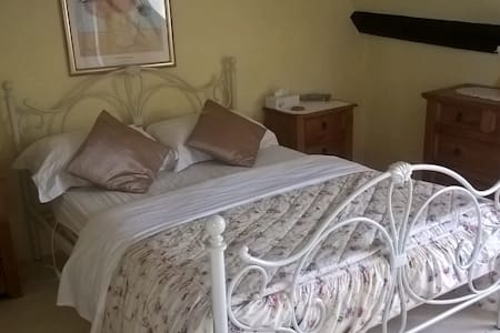 Lovely Room with Exposed 15th Century Beams! - Bromham - Ház