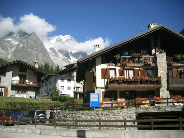 Mont Blanc View - Courmayeur - Apartment
