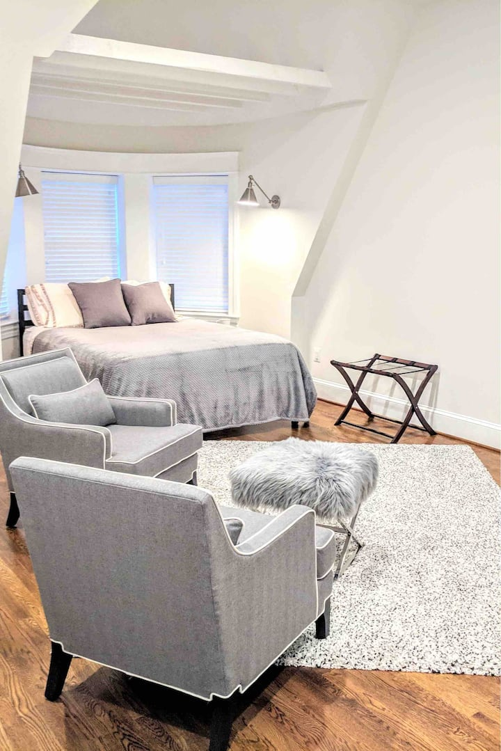 Super Deal Near white house Dupont Circle area