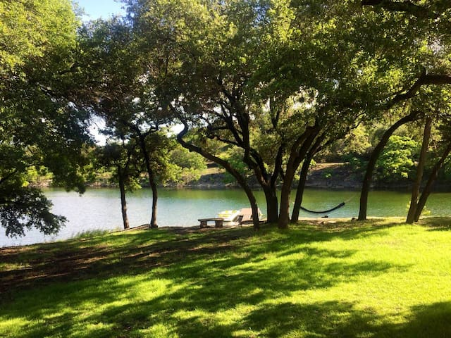Lake Travis Retreat with private boat dock