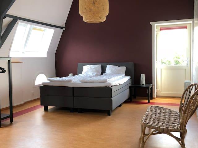 Slaapkamer boven met evt. slaapbank voor kinderen of 1 volwassene.
