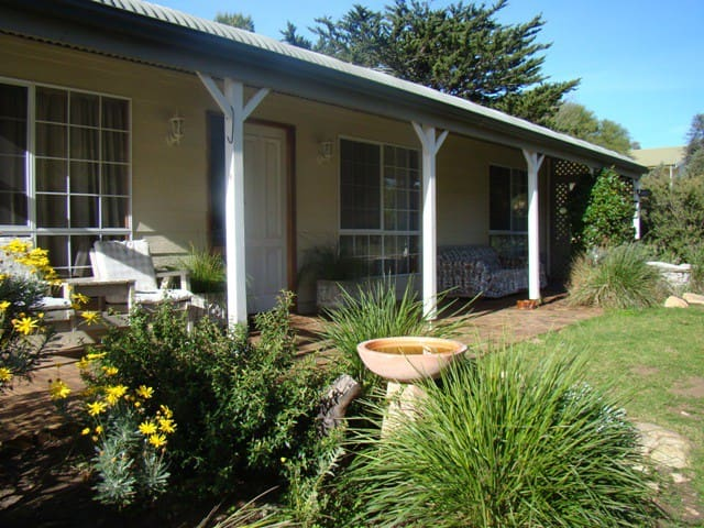 Peppertree Cottage - Clayton Bay - House