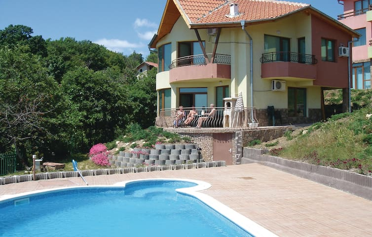 Holiday cottage with 3 bedrooms on 130 m² in Varna