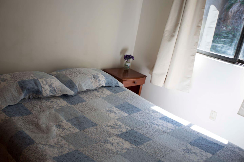 Habitación privada con cama doble