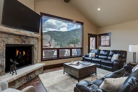 Luxury Home, Hot Tub, Enjoy all of Summit Co