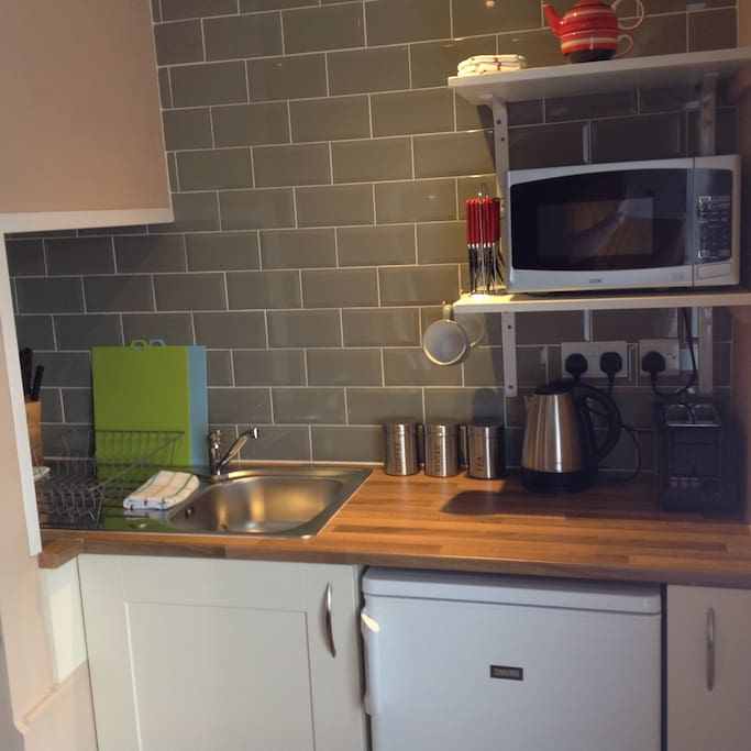 Kitchenette with microwave, toaster, kettle and refridgerator (please note that there is no hob/oven).