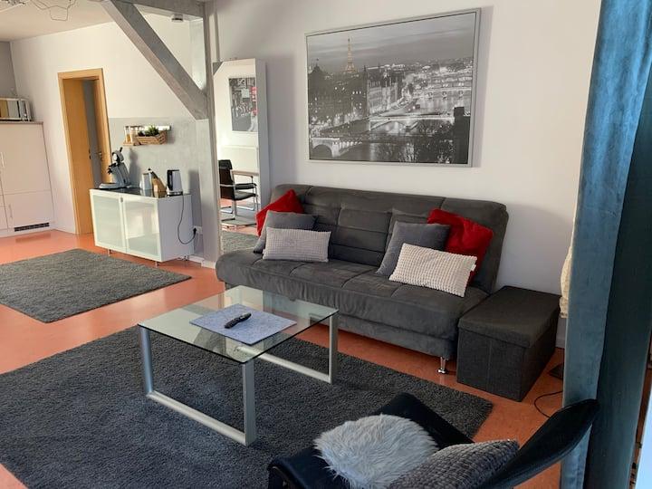 2-Zi-Appartement mit Terrasse/2 Min zur Stadtbahn