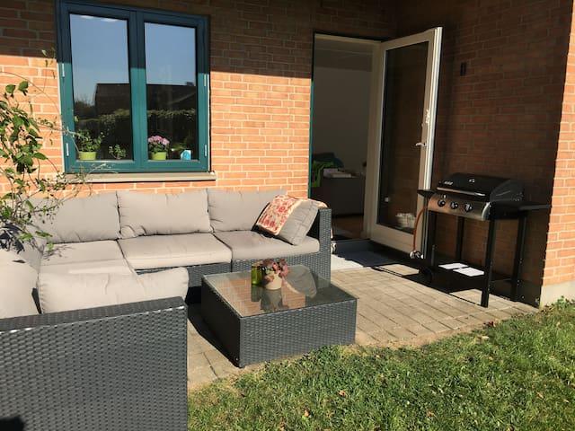 Skøn lys rækkehus på 99m2 med terrase udlejes - Smørum - Wohnung