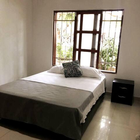Habitación para 2/Baño Privado/AC/Desayuno/Wi-fi.