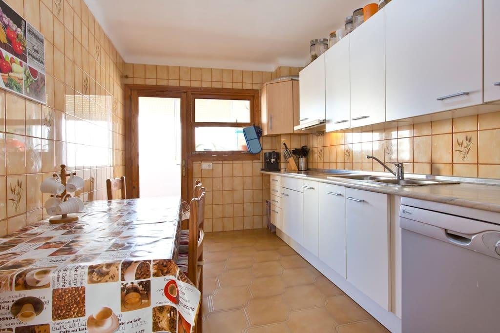 Amplia cocina de la cual se puede hacer uso