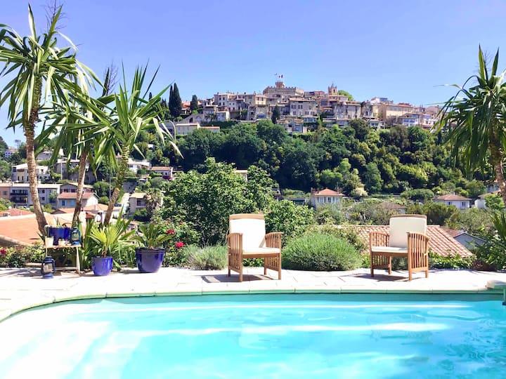 Mas restauré (haut de villa) piscine & superbe vue