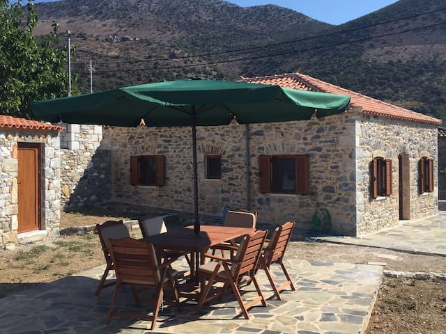 Traditional stone house 100m beach - Kotronas