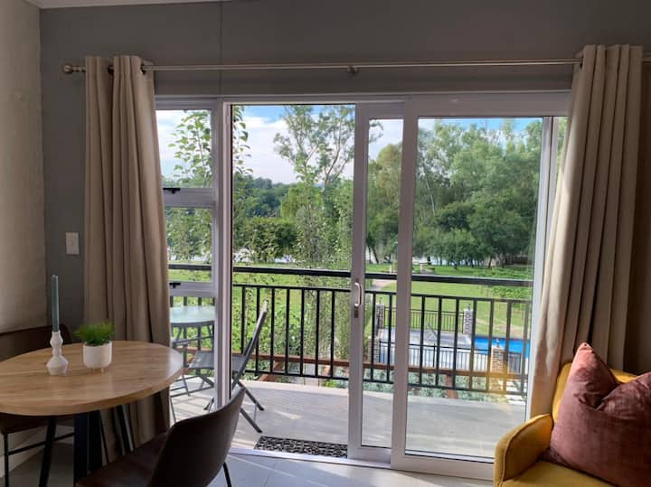 Pont de Val apartment overlooking the Vaal River