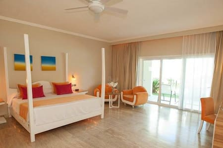 Oceanside Junior Suites at 5* All-Incl VIP Resort.