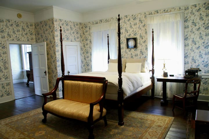 The Johnston-Torbert House B&B, The Blue Room