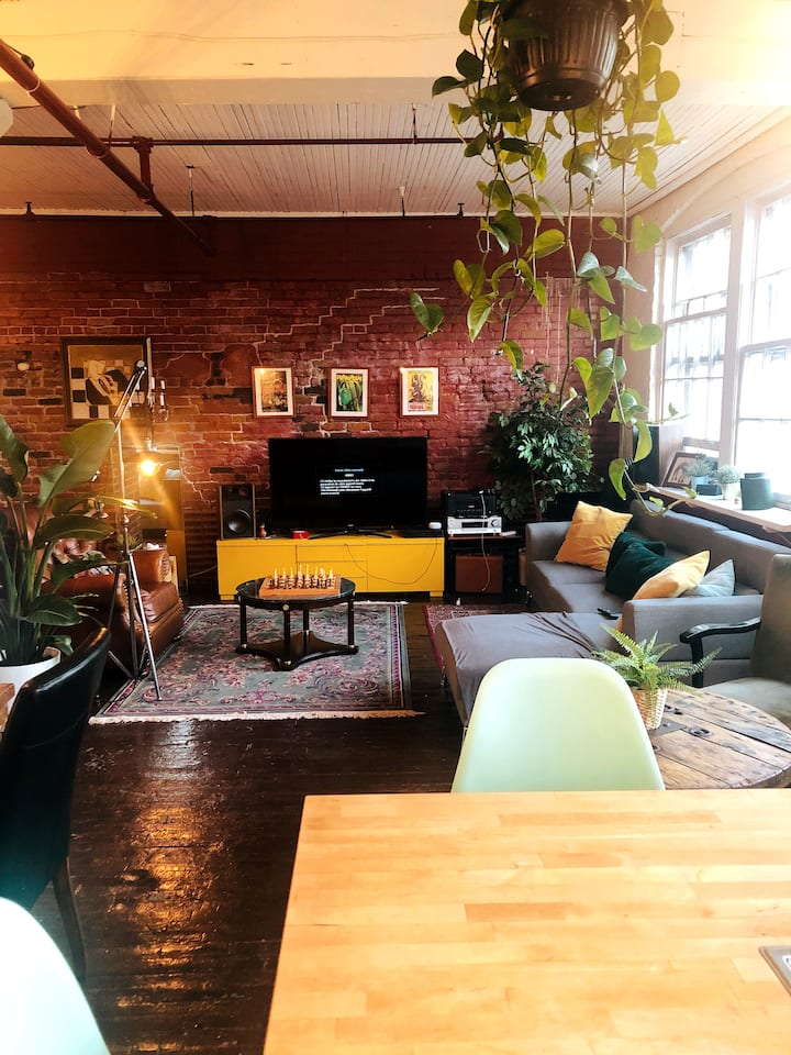 Private room in a HUGE Industrial loft (Roommates)