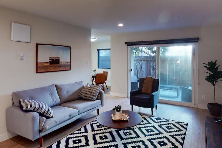 Renovated 1BR in Belmont Near Markets and Parks