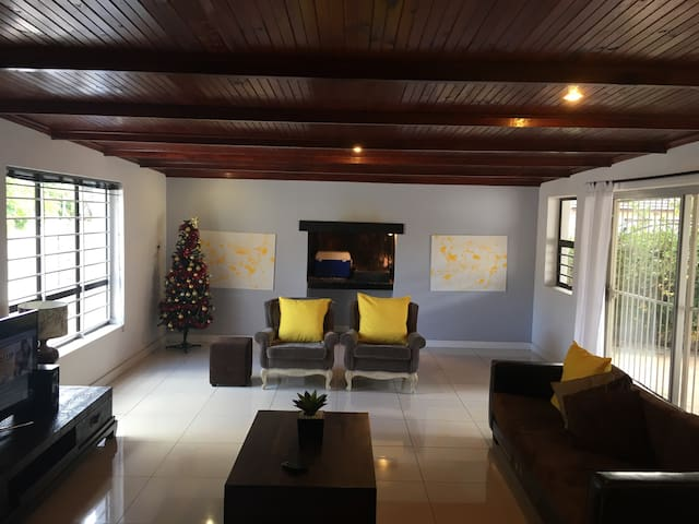 Spacious, secure family home. - Cidade do Cabo - Casa