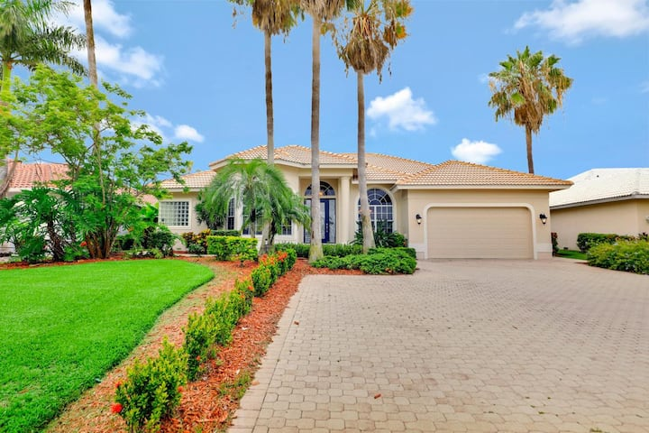 Exquisitely decorated waterfront home w/ heated pool & hot tub