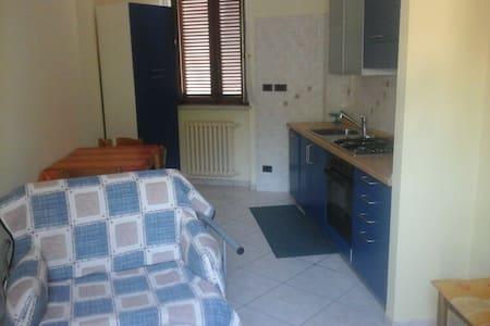 Appartamento con terrazzo - Verzuolo - อพาร์ทเมนท์