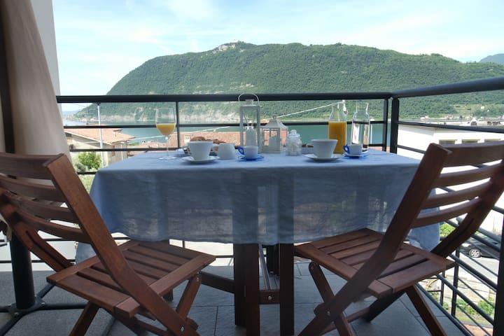 Camera doppia con vista sul lago d'Iseo - Sale Marasino - Hus