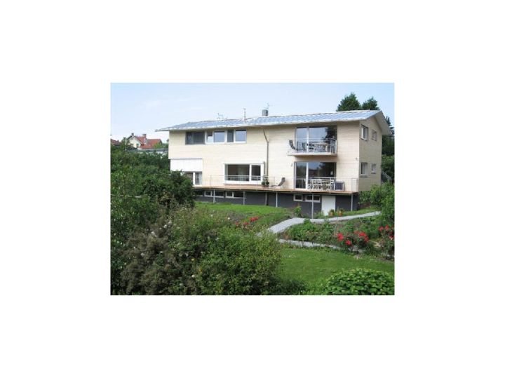 Lovely Apartment 'Pfirsichblüte' on idyllic Family Farm House; Wi-Fi, Balcony, Mountain View, Parking Spaces available