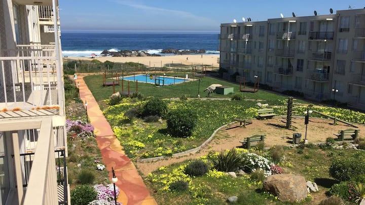 Frente al mar, piscina  a hora y media de Santiago