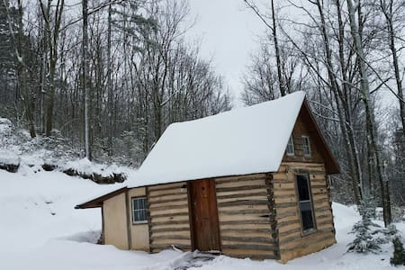 Log cabin on the Appalachian Trail - Harpers Ferry - Бунгало