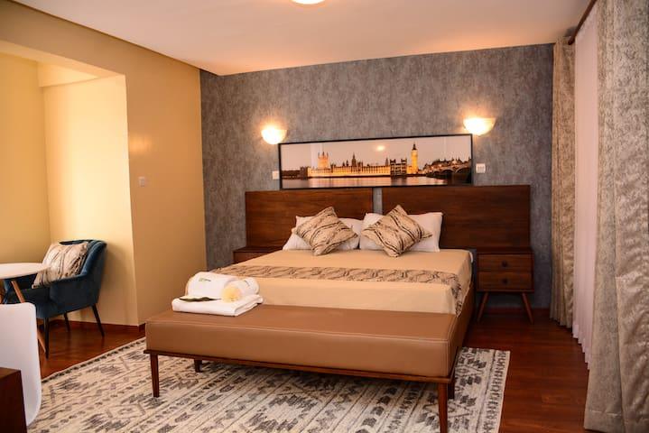 Oparun City Penthouse in Westlands(Privateroom)