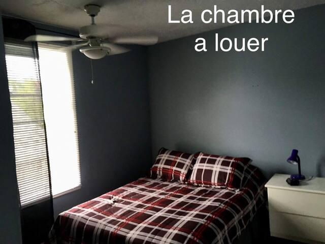 Belle petite chambre a louer a Asbestos