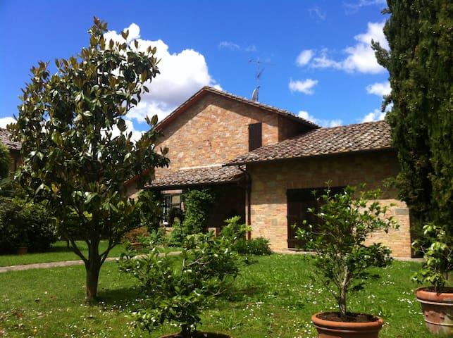 Appartamento in villa in stile toscano - Carpineto - Huis