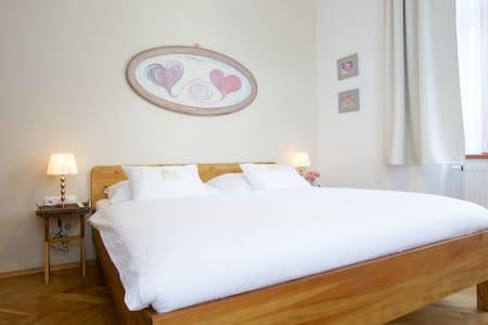 Romantický pokoj - Liberec - Bed & Breakfast