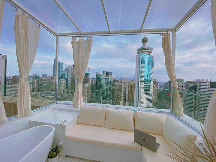 LAZY 系列之【天际】60m²顶楼带超大露台|繁华之上俯望尘嚣,投影巨幕,新晋网红打卡基地