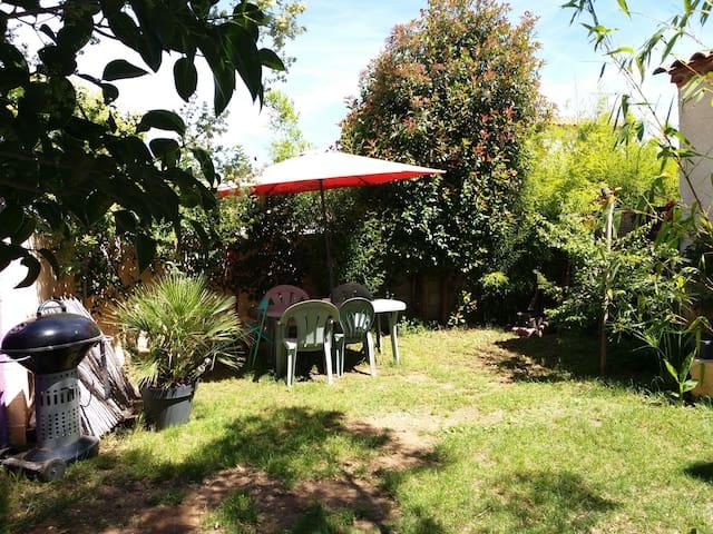 Loft jardin clôturé ,animaux acceptés.lit bébé